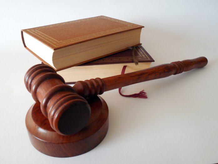 ladivo, kniha,spravodlivosť