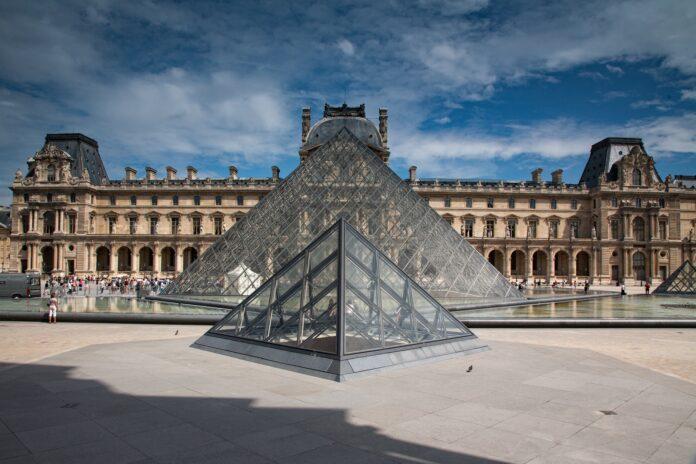paris, louvre, pyramid