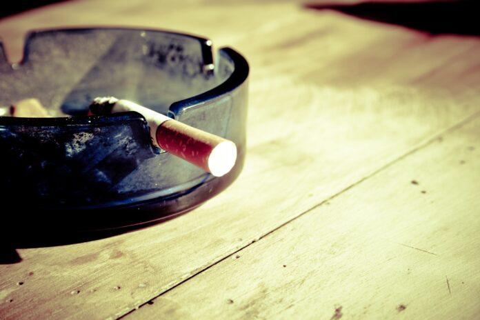 cigarety, fajčenie, popolník